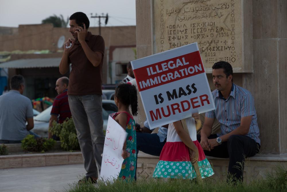 خرج سكان زوارة إلى الشوارع للاحتجاج على تجارة تهريب المهاجرين