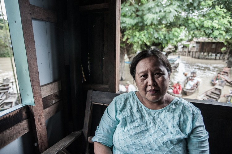 ناو ايه ايه واه، التي تؤدي مهام القس في الكنيسة المعمدانية في قرية نوي ني شاونغ، قالت أن القرية لم تشهد مثل هذه الفيضانات منذ أكثر من عشر سنوات