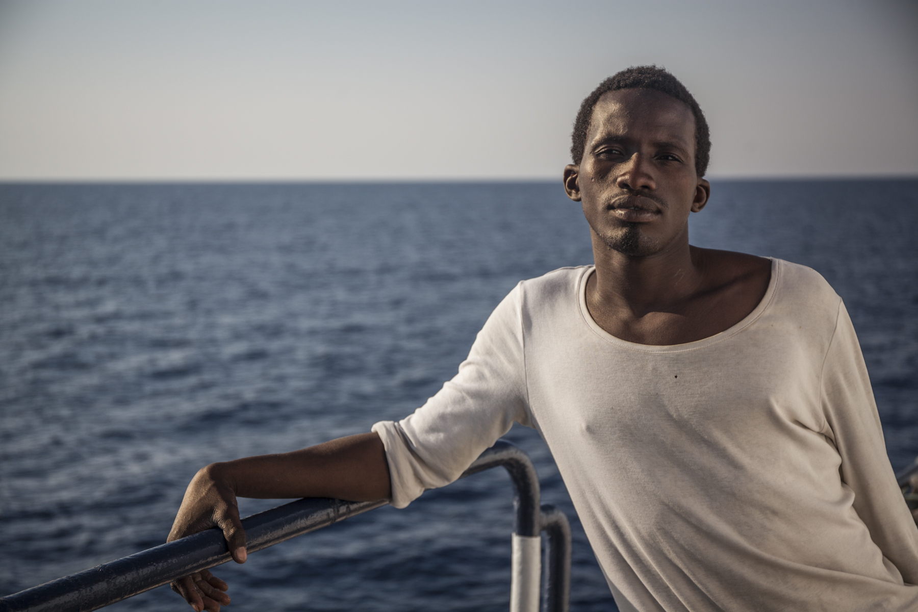 محمد الأمين على متن سفينة الإنقاذ فينيكس (جيسون فلوريو/محطة المساعدة البحرية للمهاجرين/إيرين)