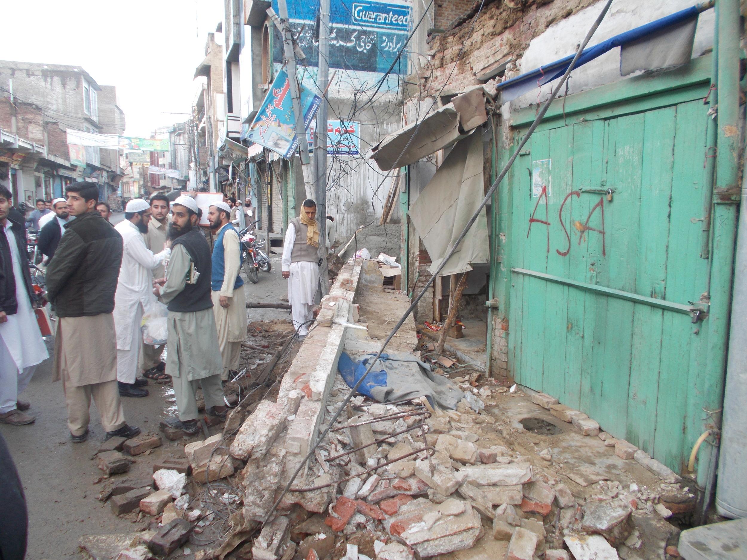 Earthquake damage in Mingora,Swat, Pakist  an (Shaukat Saleem/IRIN)
