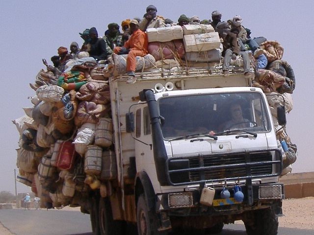 A truck of smuggled migrants leaves Agadez to cross the Sahara desert into Libya and Algeria (Ibrahim Diallo Manzo/IRIN )