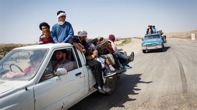 الأفغان يفرون بأعداد كبيرة وألمانيا توصد الباب     في الأشهر الأخيرة، ارتفع عدد الأفغان الذين يقومون بالرحلة الخطرة إلى أوروبا بشكل لافت للنظر. ويتجه معظمهم إلى ألمانيا، حيث يلقون استقبالاً فاتراً على نحو متزايد من جانب السلطات.