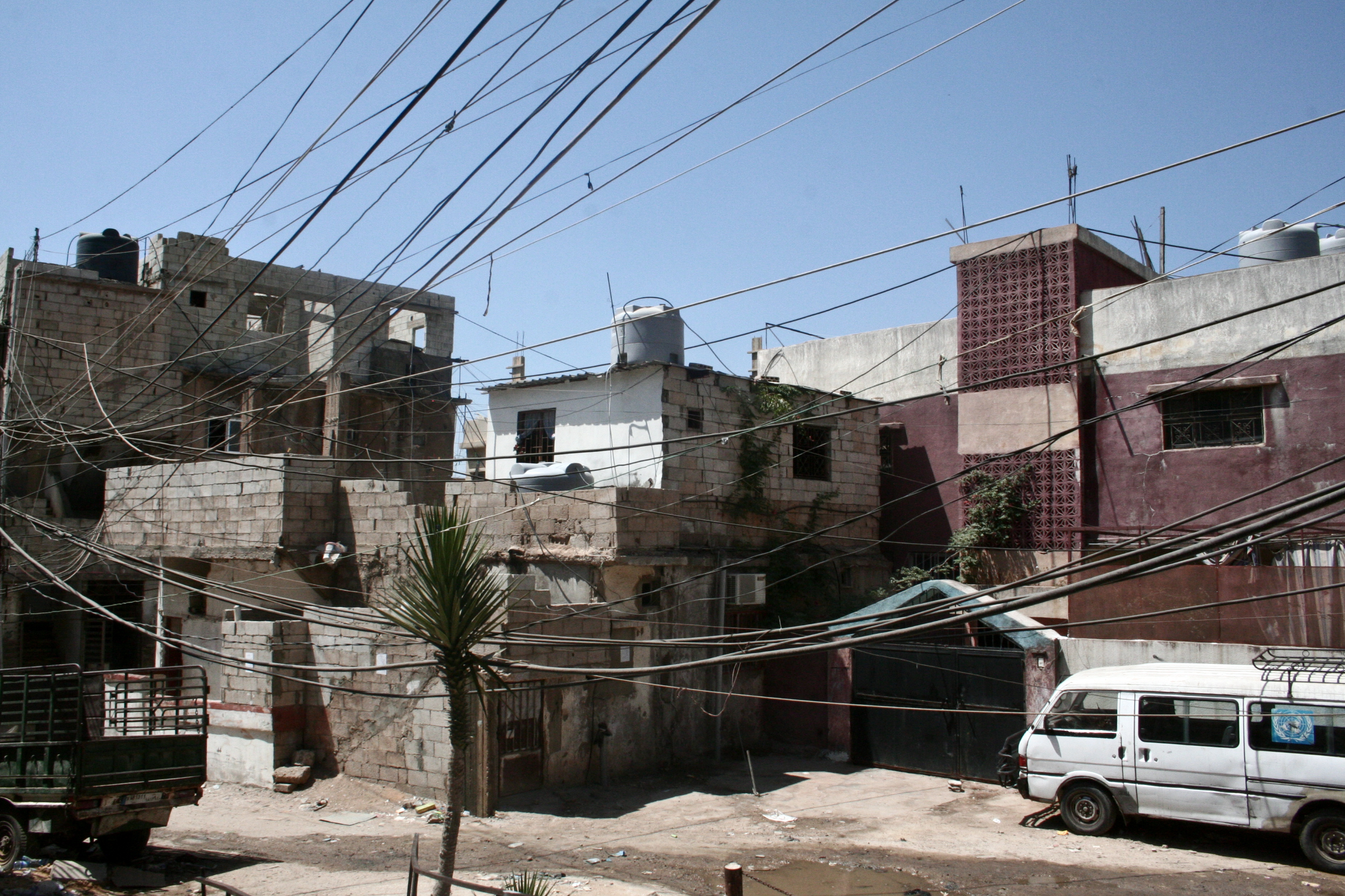 Bourj al-Barajneh is overcrowded and residents complain about the dangerous electricity cables that hang low (Magne Hagesæter/Flickr)