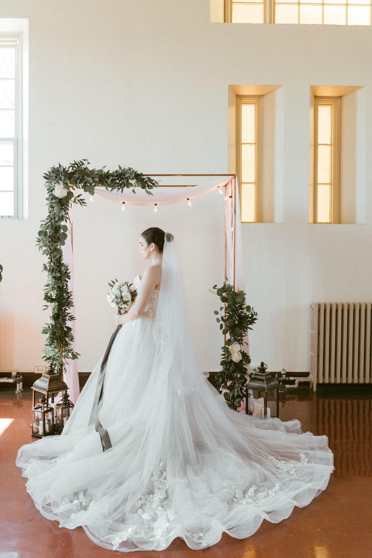 Mings-Photography-Industrial-Elegant-Bridal-Editorial-17.jpg