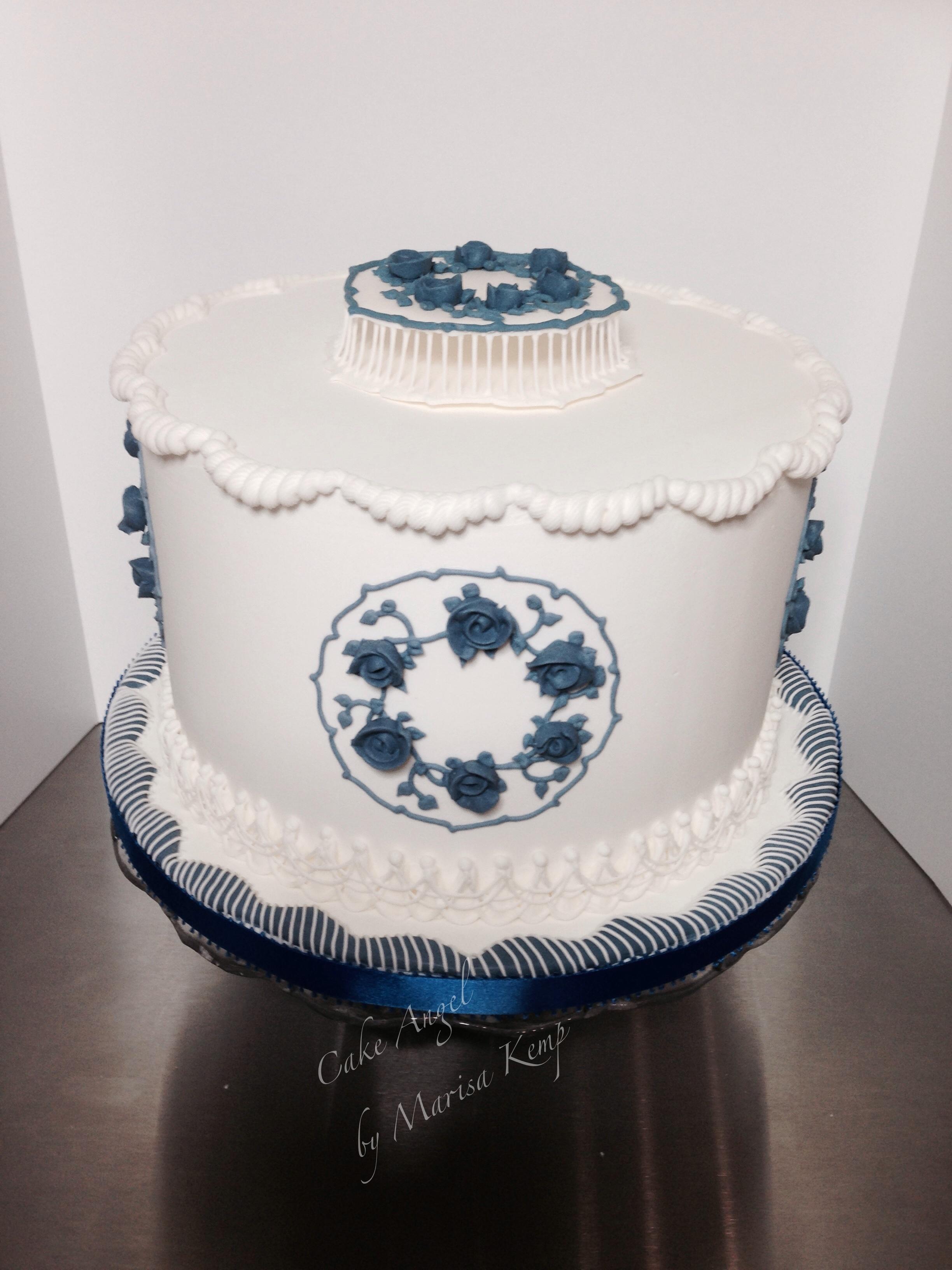 Royal iced inspired by porcelain design