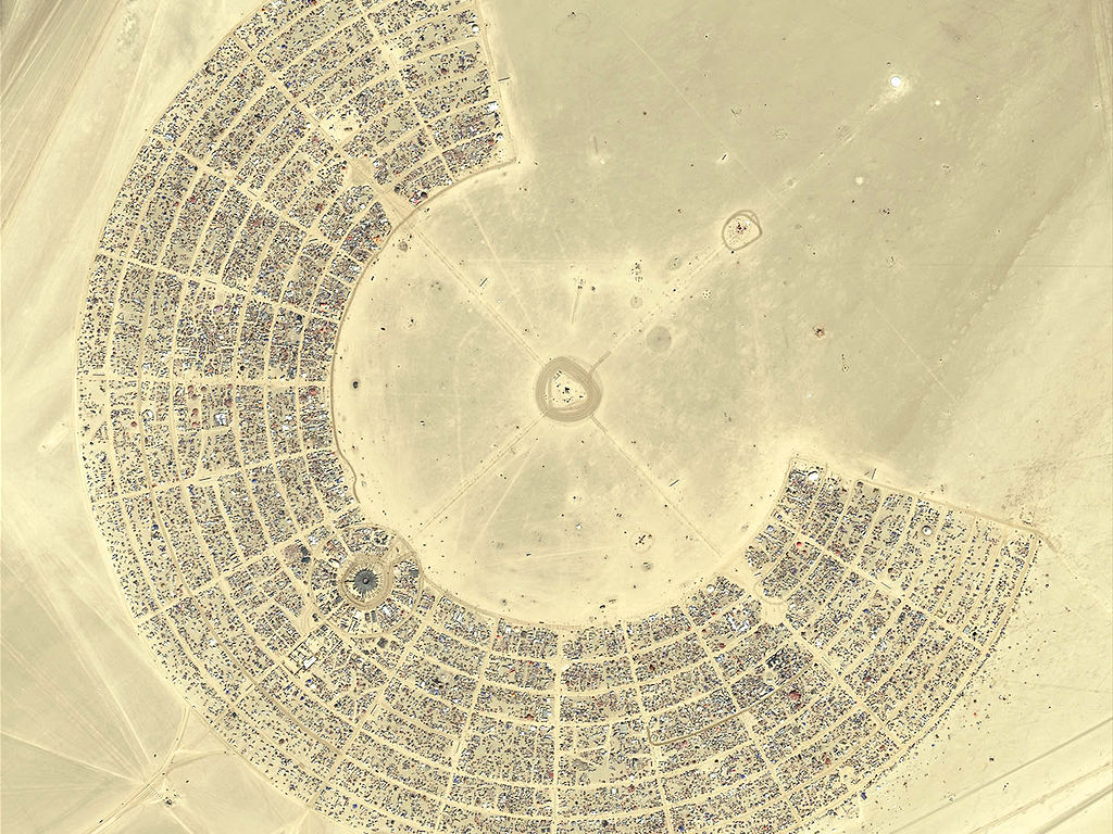 Burning_Man_2007_aerial_view.jpg
