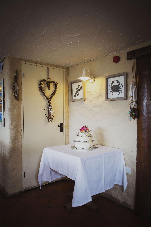 wedding cake at the old sailors dinas cross newport pembrokeshire