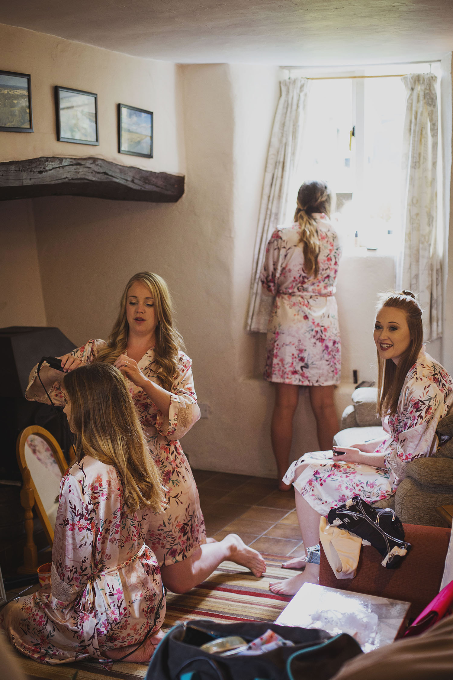 bridesmaids getting ready for somerset wedding