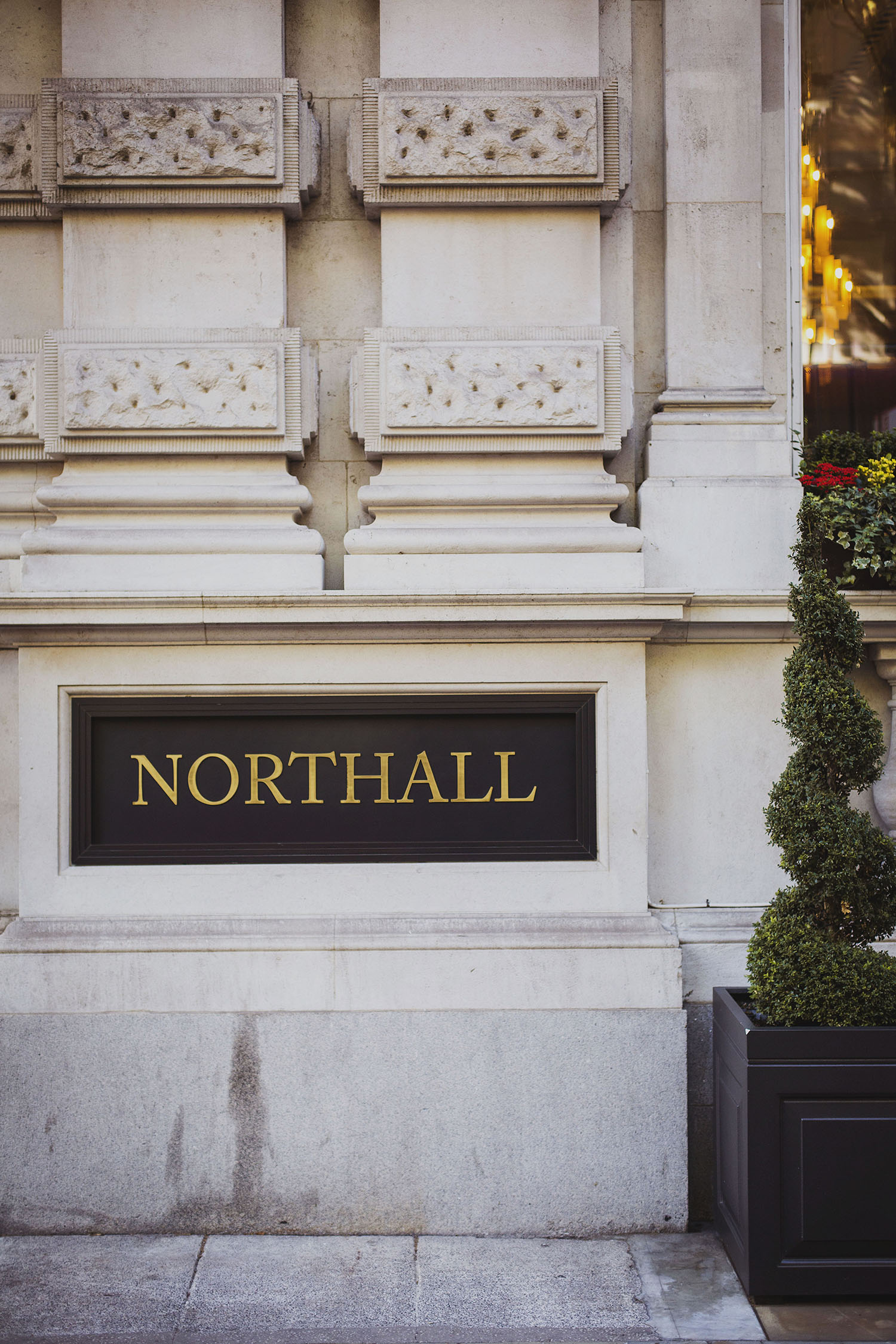 northall rooms corinthia hotel wedding photographer
