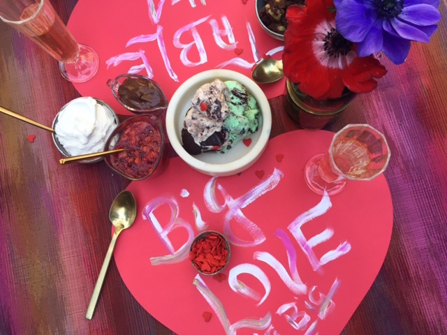These yummy sundaes will win the heart of any Valentine this weekend!
