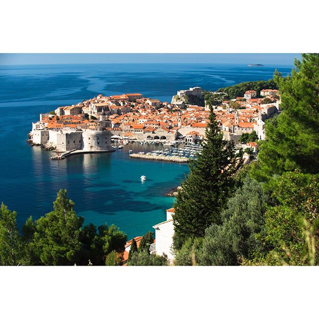 Visited Dubrovnik aka King's Landing back in October of 2014. Wasn't a fan of the show, but it was already a huge hit at that point. Enough so that there were already GOT Tours going on throughout the city. Wasn't until last year that I finally started watching and am happy to have got caught up to be able to watch the final season live. Regardless of your opinion, it's a benchmark show with unrivaled attention to detail and will certainly be held as one of the greatest of all time. Dubrovnik is pretty cool too. #dubrovnik#croatia#kingslanding#travel#europe#gameofthrones#mediterraniansea#whichoneofyoucowardsshitinmypants