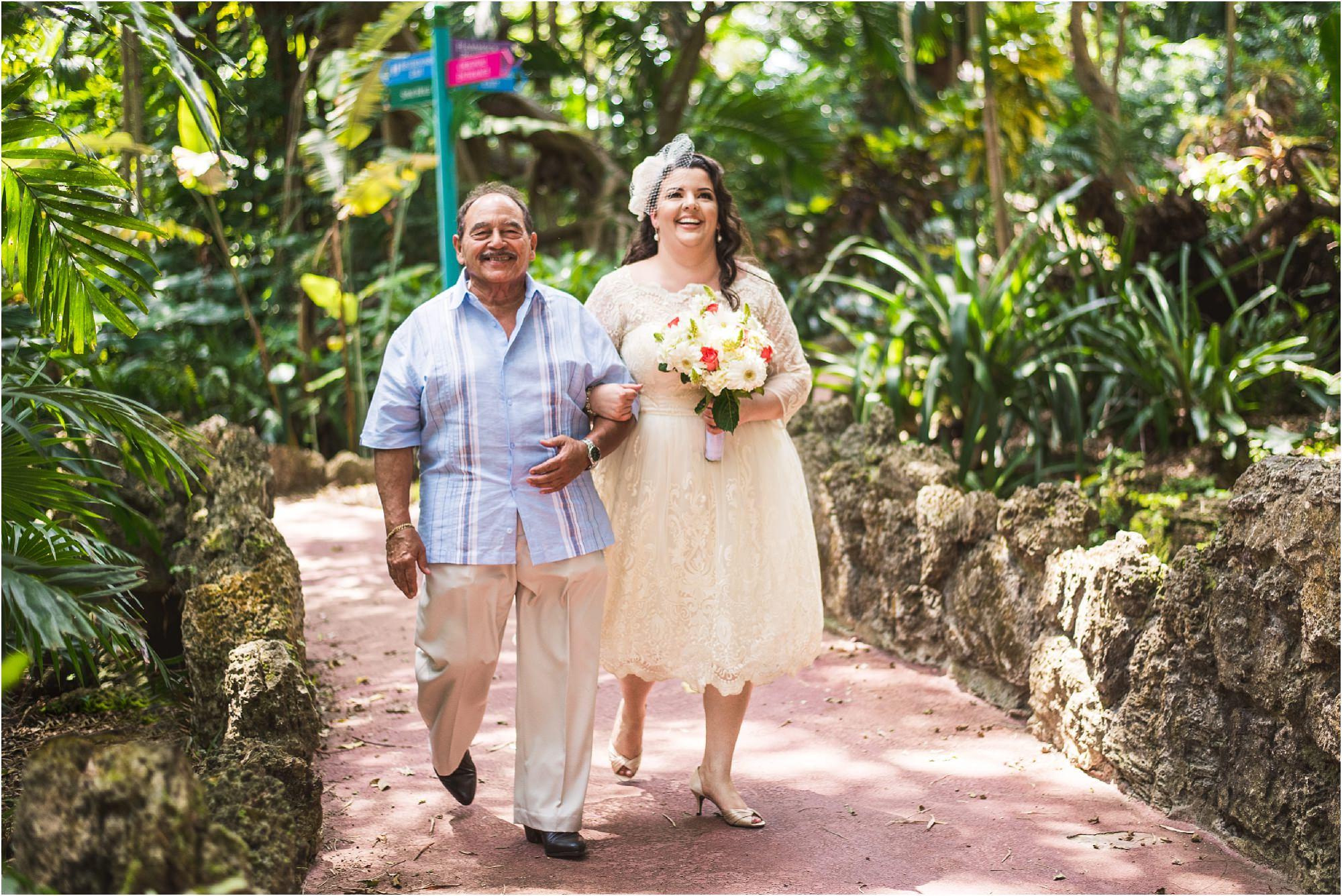 outdoor-rustic-pincrest-gardens-wedding-miami-photographer-jessenia-gonzalez_1028.jpg
