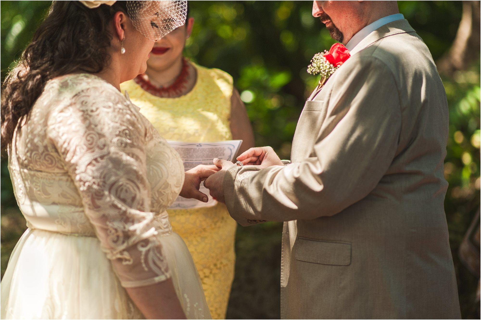 outdoor-rustic-pincrest-gardens-wedding-miami-photographer-jessenia-gonzalez_1043.jpg