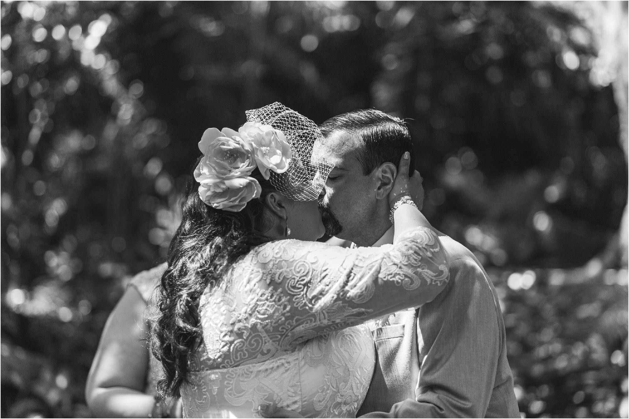 outdoor-rustic-pincrest-gardens-wedding-miami-photographer-jessenia-gonzalez_1046.jpg