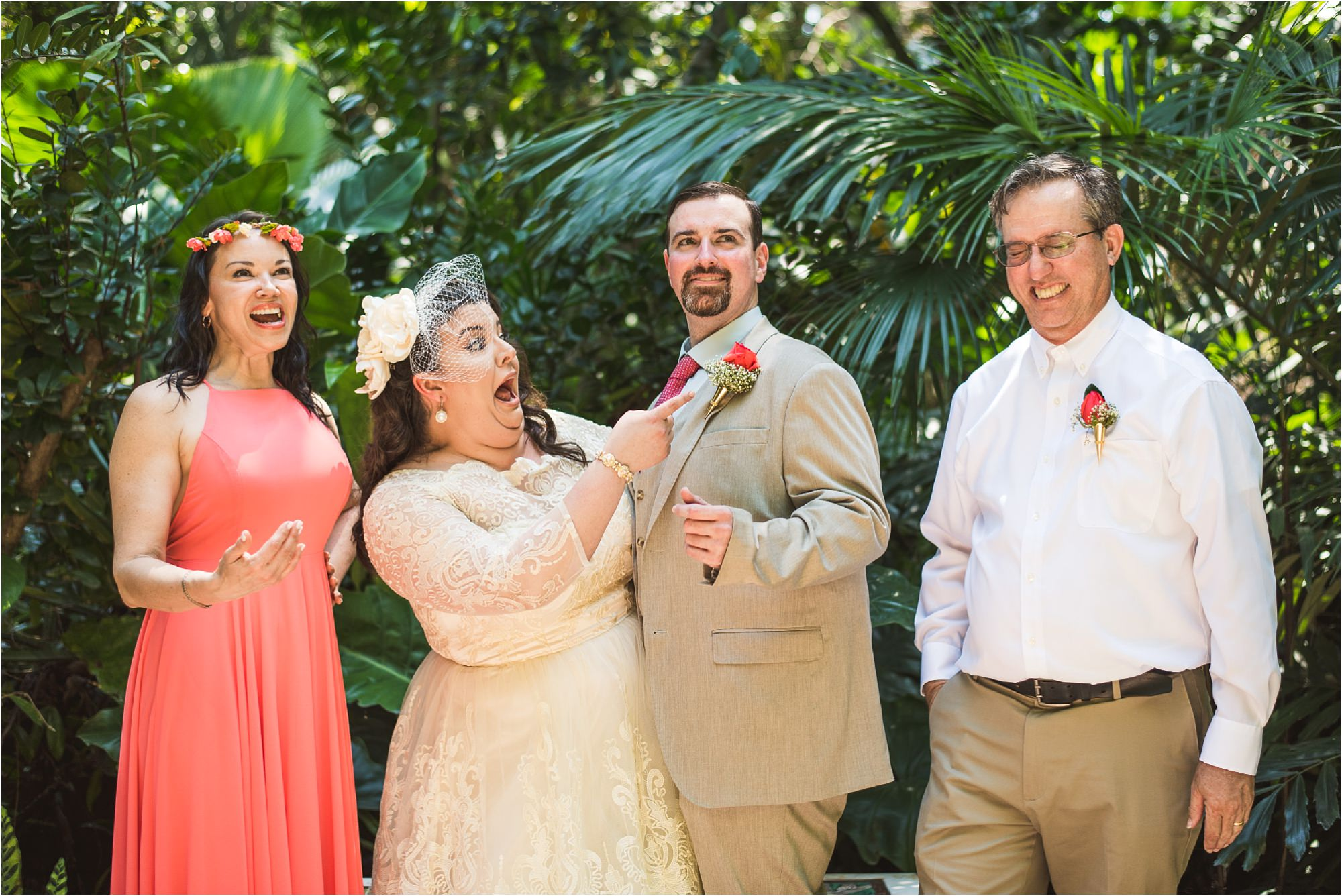 fun-wedding-party-portrait