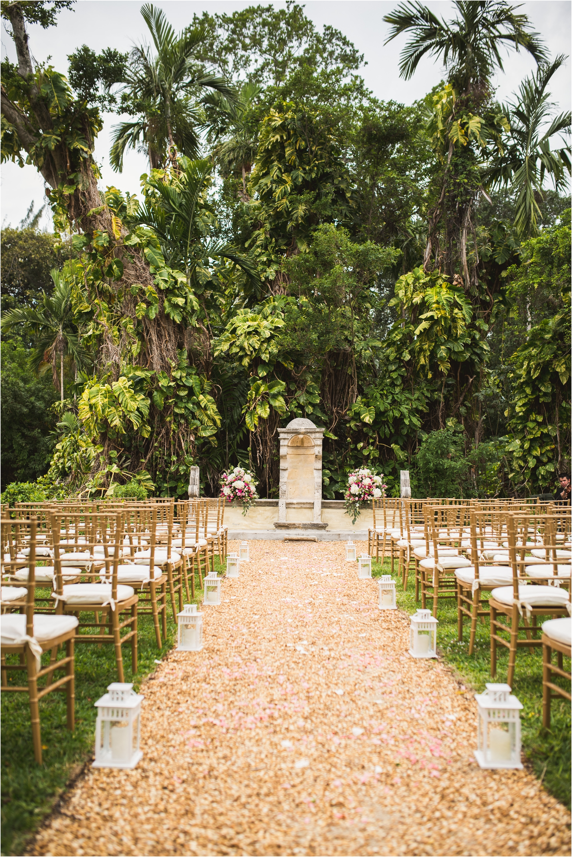 Spanish-Monastery-miami-beach-outdoor-elegant-wedding-photographer-jessenia-gonzalez_1136.jpg