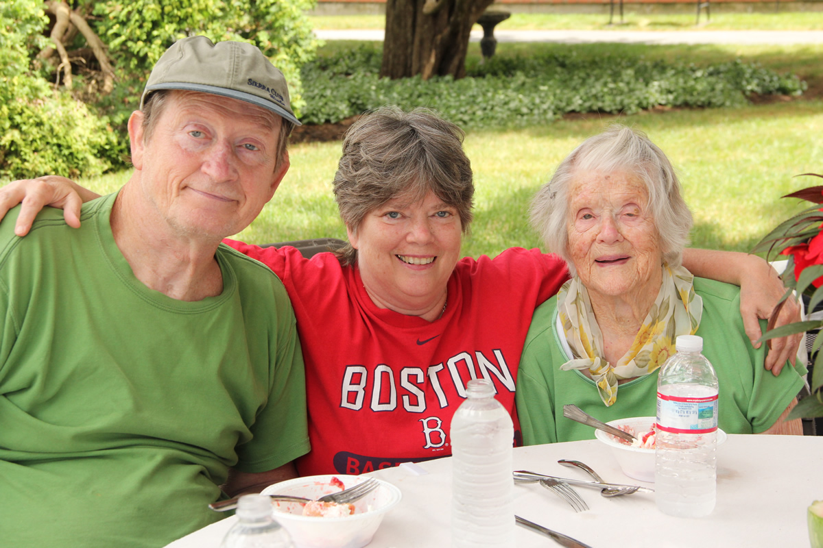 Cook_out_July_2013_--_Elizabeth_Bonney_and_her_family.jpg