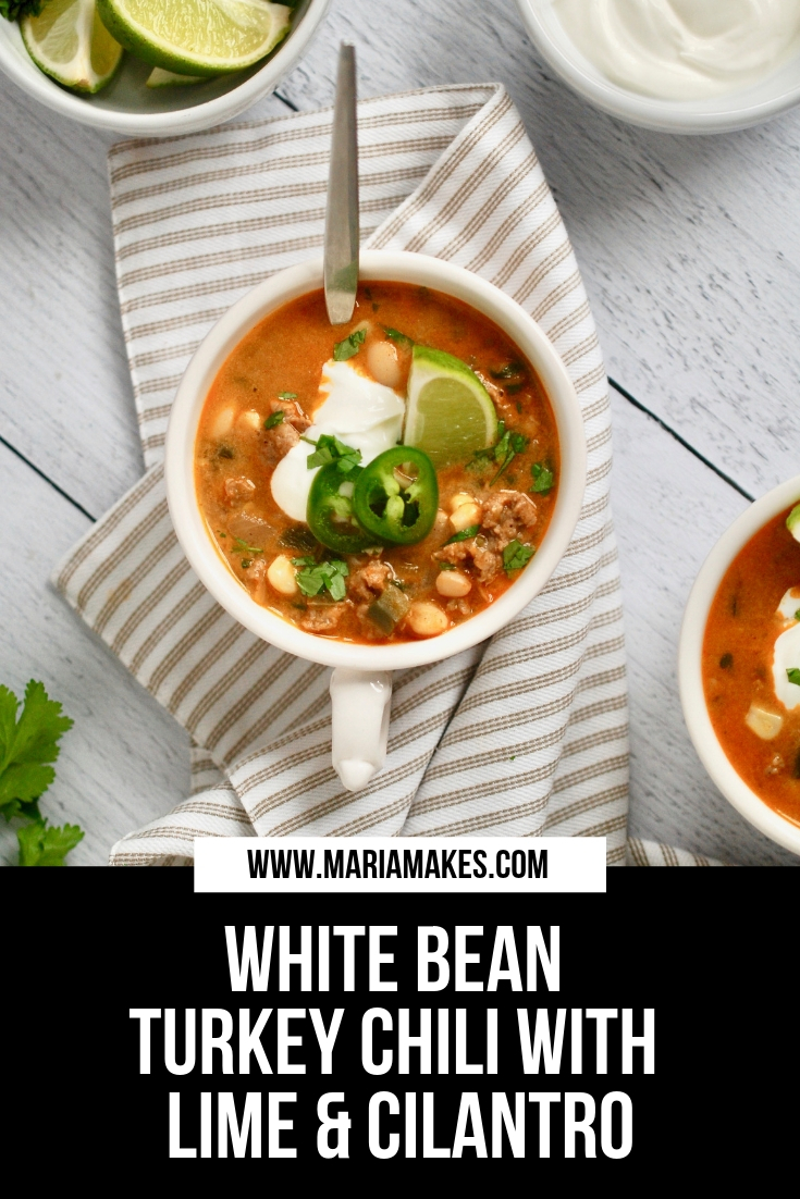 White Bean Turkey Chili – Maria Makes: This white bean turkey chili is bursting with allllll of my flavor besties: garlic, onion, jalapeño, cilantro, and lime. Oh and did I mention cheese and beer!? Who knew such goodness could combine in one, warm-you-to-the-bones bowl. #nationalchiliday