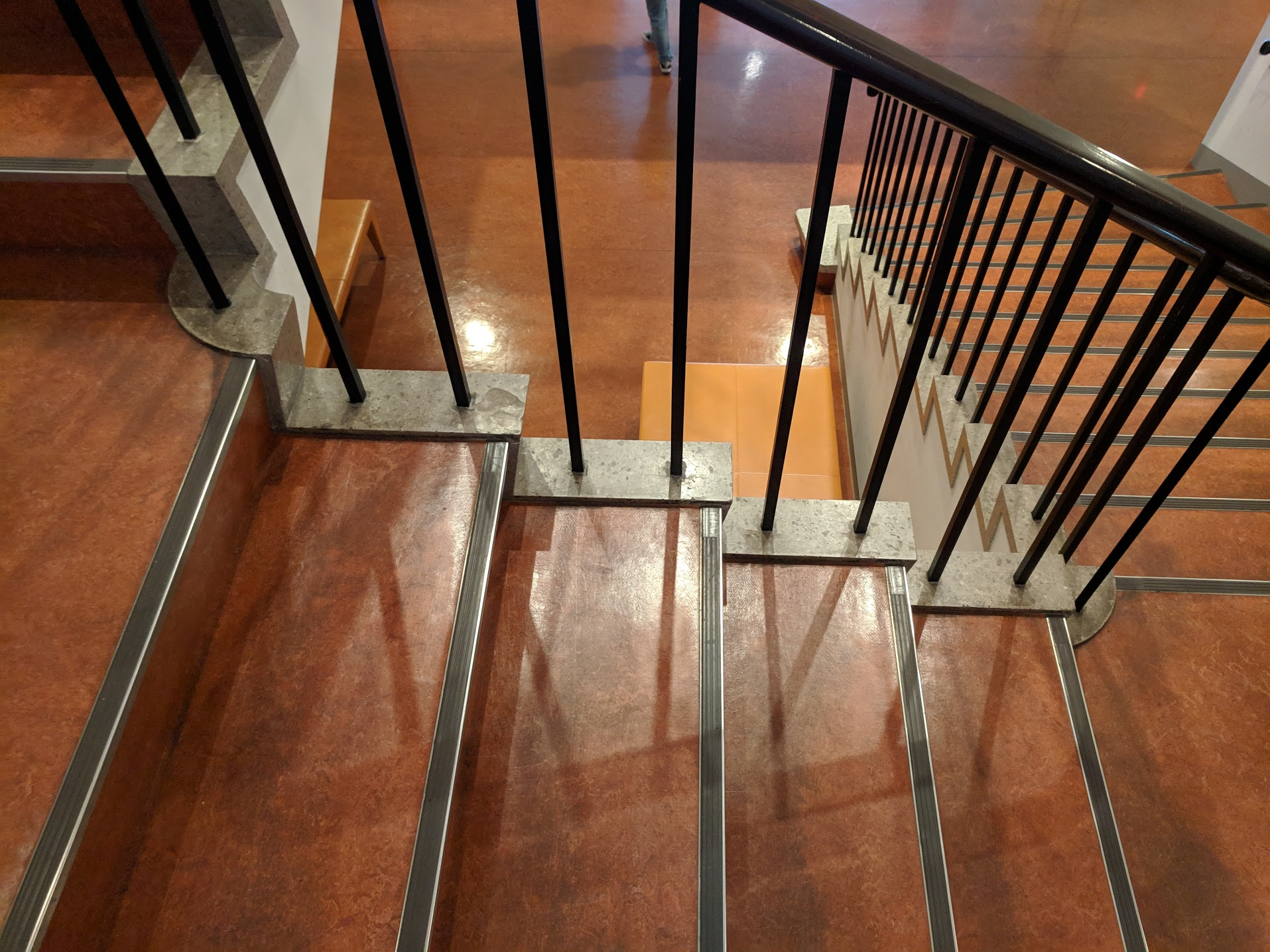 Linoleum, curved corners and safety