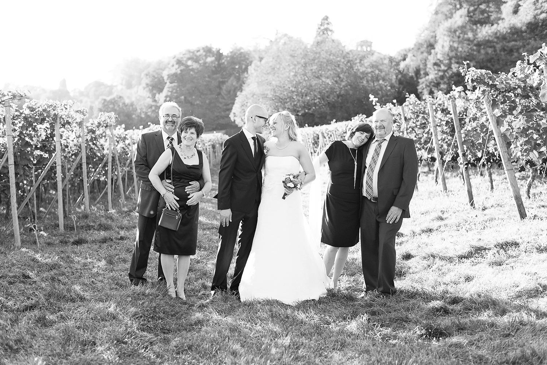 15 Brautpaar mit Eltern.jpg