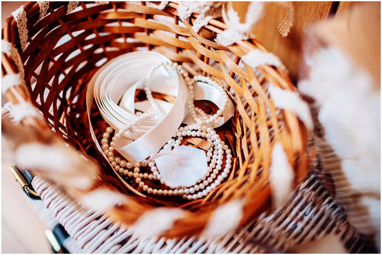 mythe-barn-alternative-wedding-18.jpg