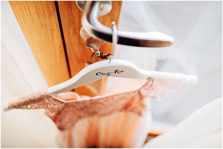 mythe-barn-alternative-wedding-78.jpg