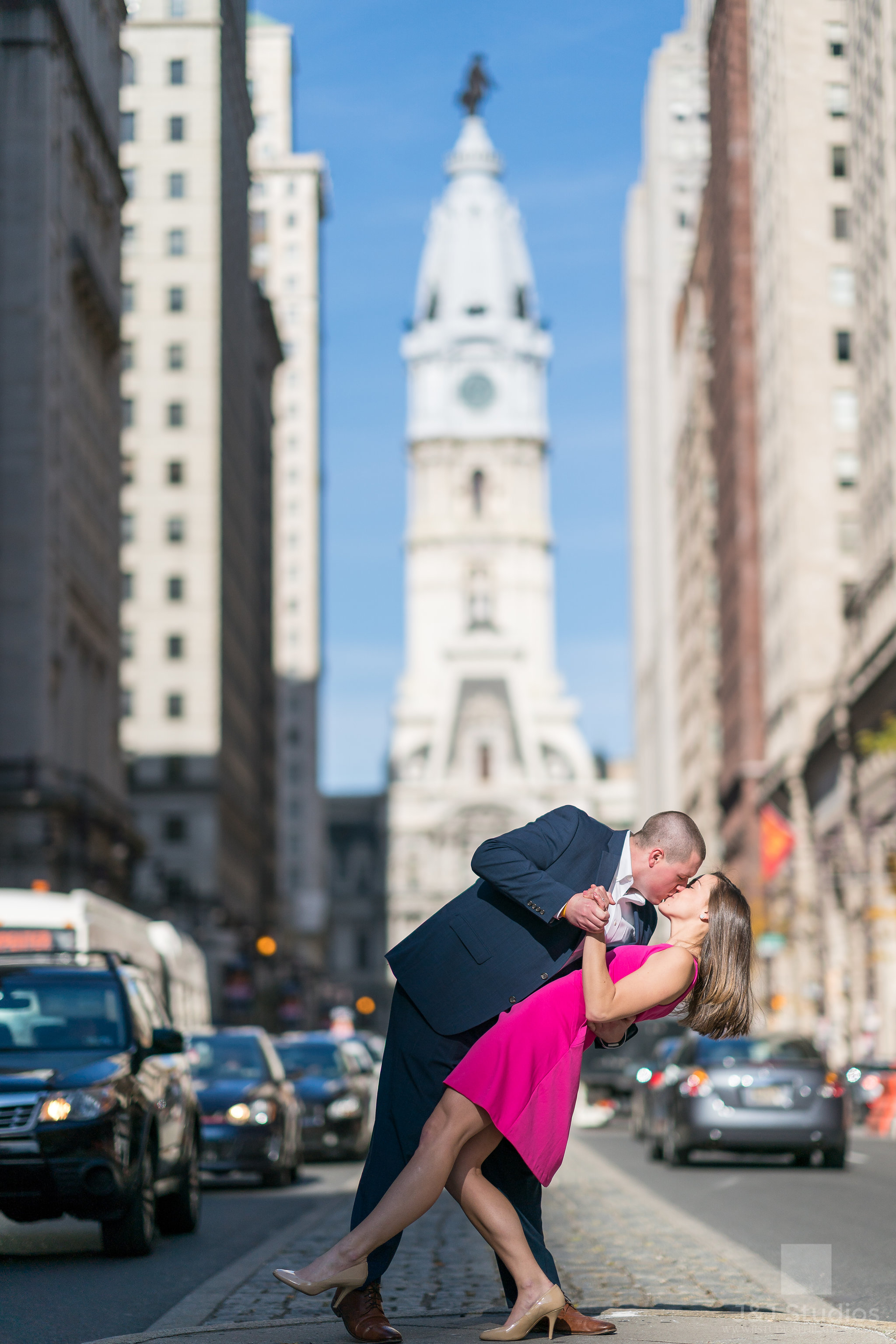 iconic-broad-street-city-hall-engagement-photo