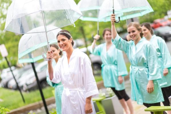 bride-getting-ready-in-rain