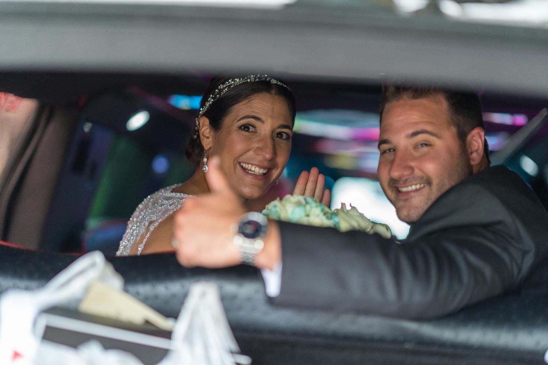 bride-groom-in-limousine