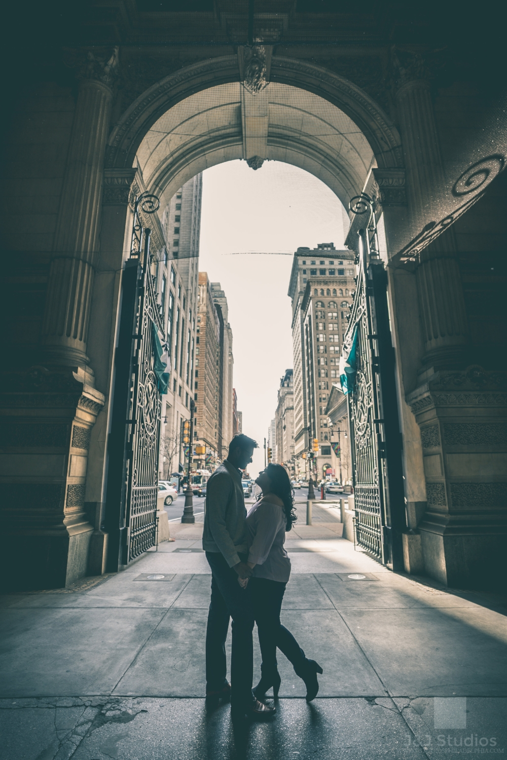 philly-city-hall-engagement-shoot