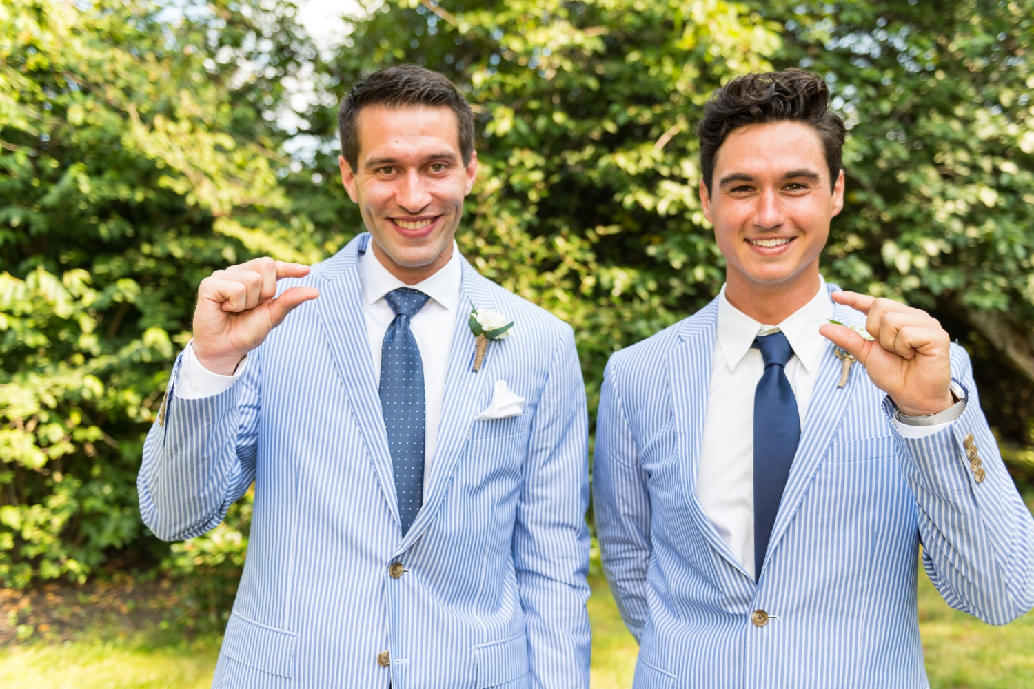 groomsmen-having-fun-groom-best-man