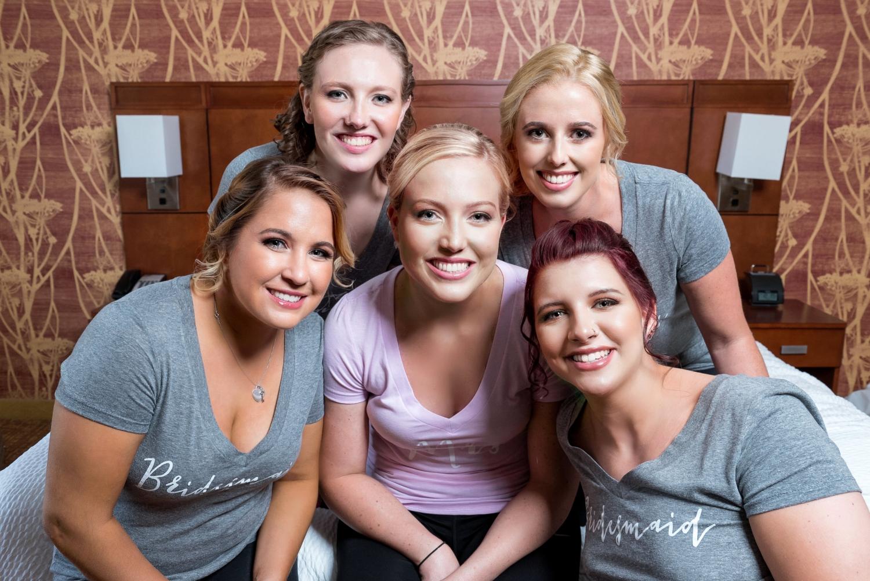 bridesmaids-in-hotel-room
