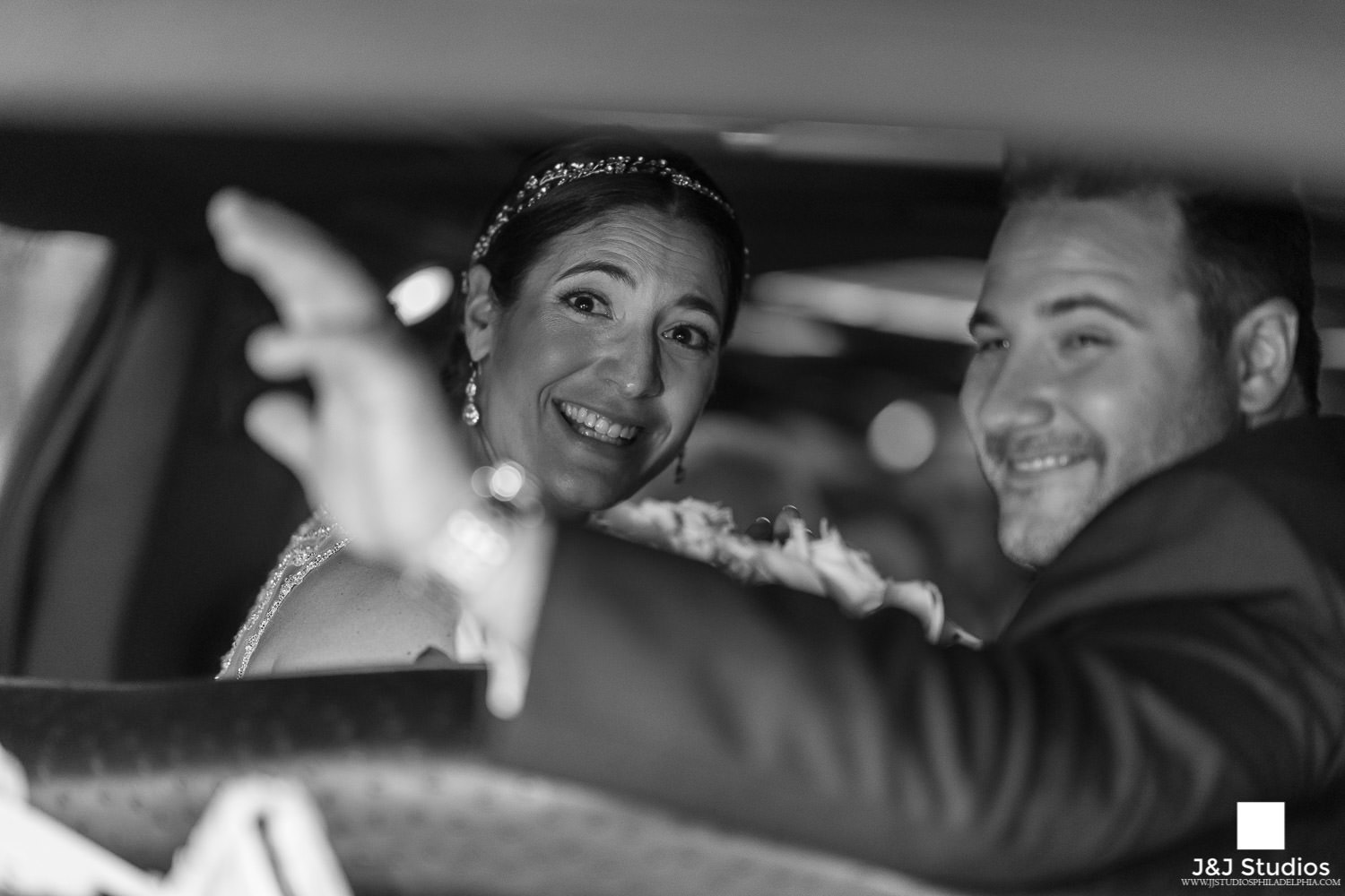 bride-groom-in-limo