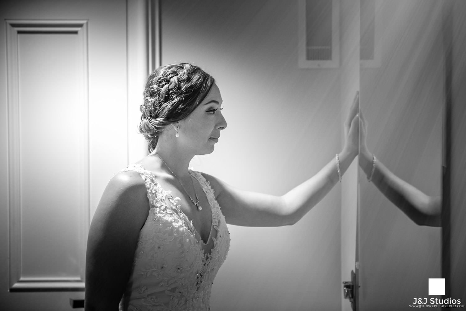 bride-gets-ready-in-mirror