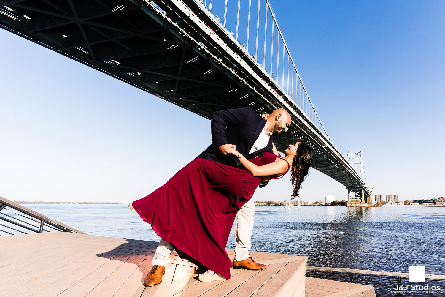 Delaware-river-waterfront-engagement-pictures