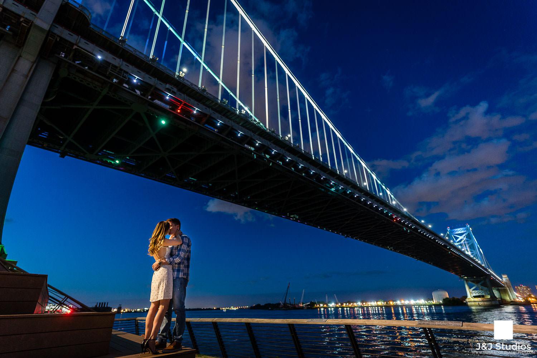ben-franklin-bridge-engagement-photos