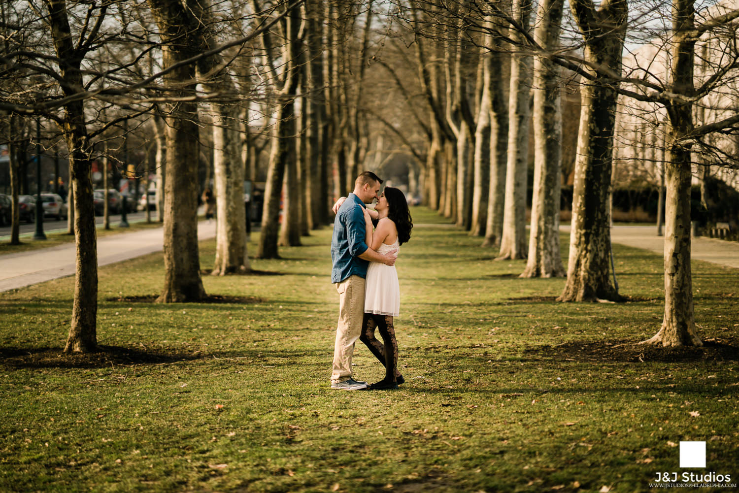 free library of philadelphia grounds engagement photos