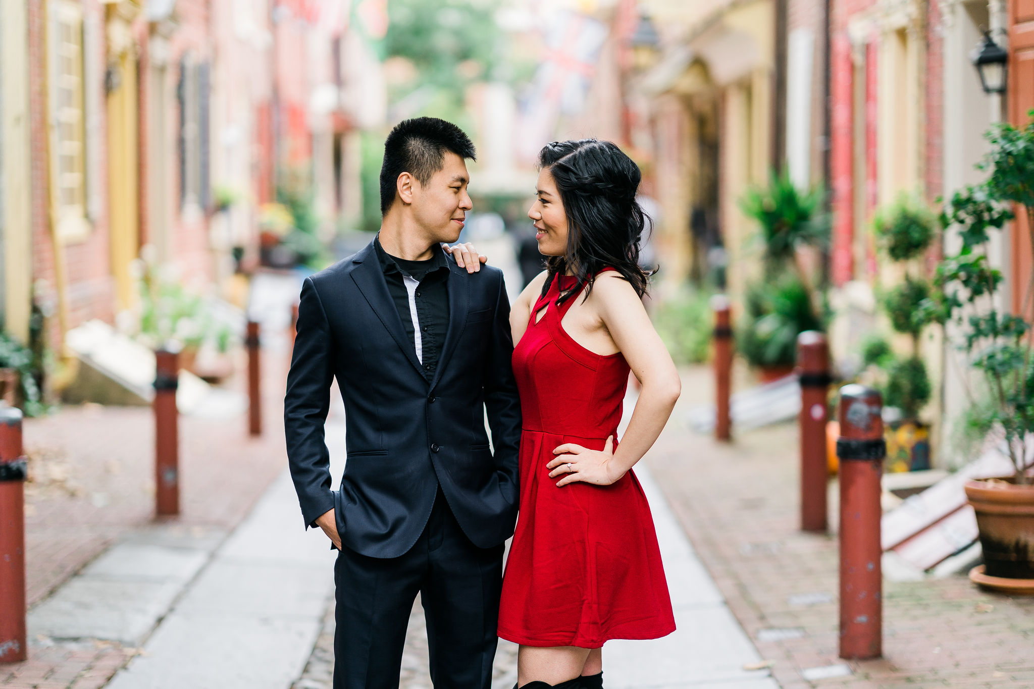 elfreths alley engagement couple philadelphia