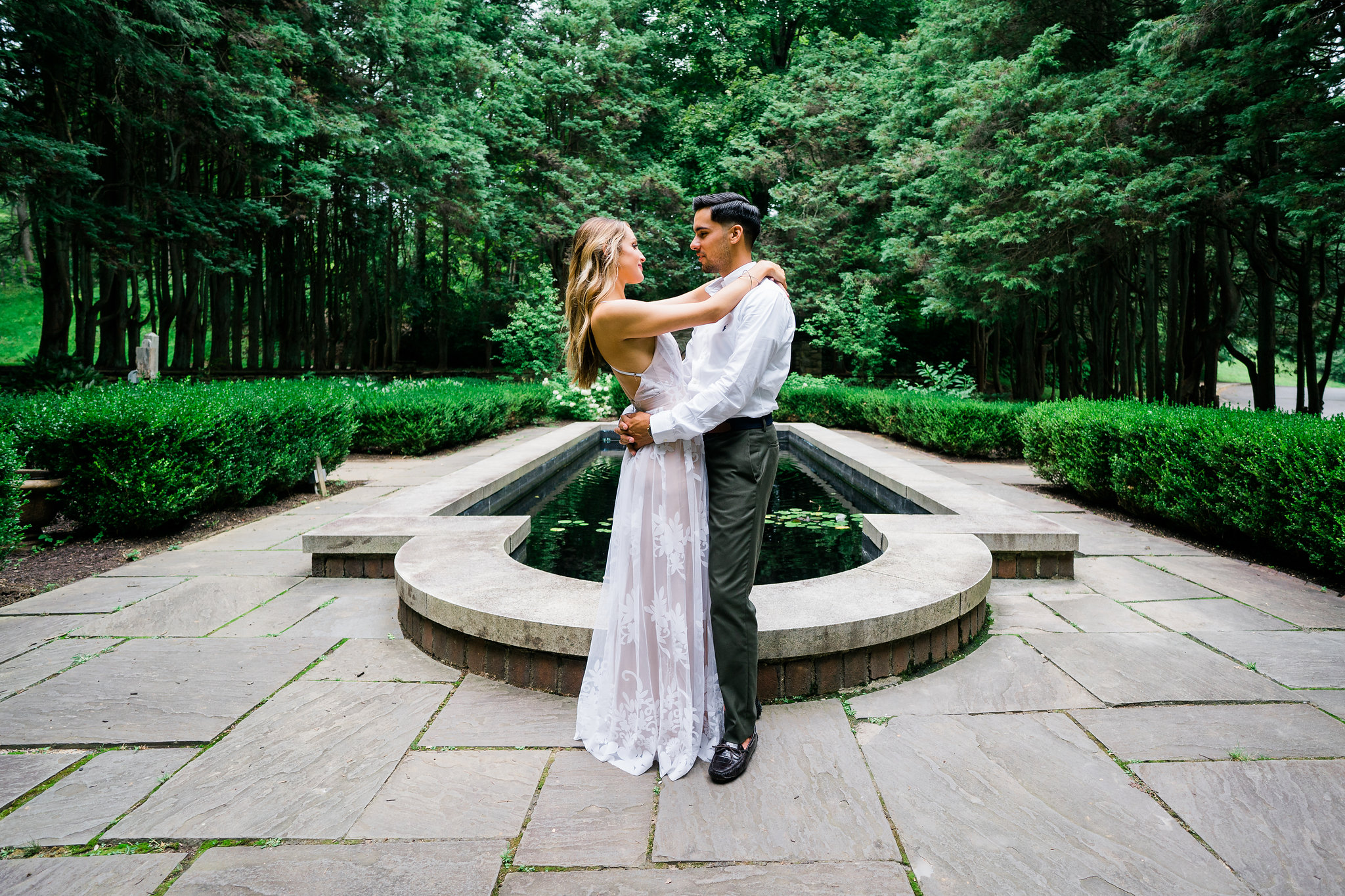 reflecting pool hunting hill mansion engagement
