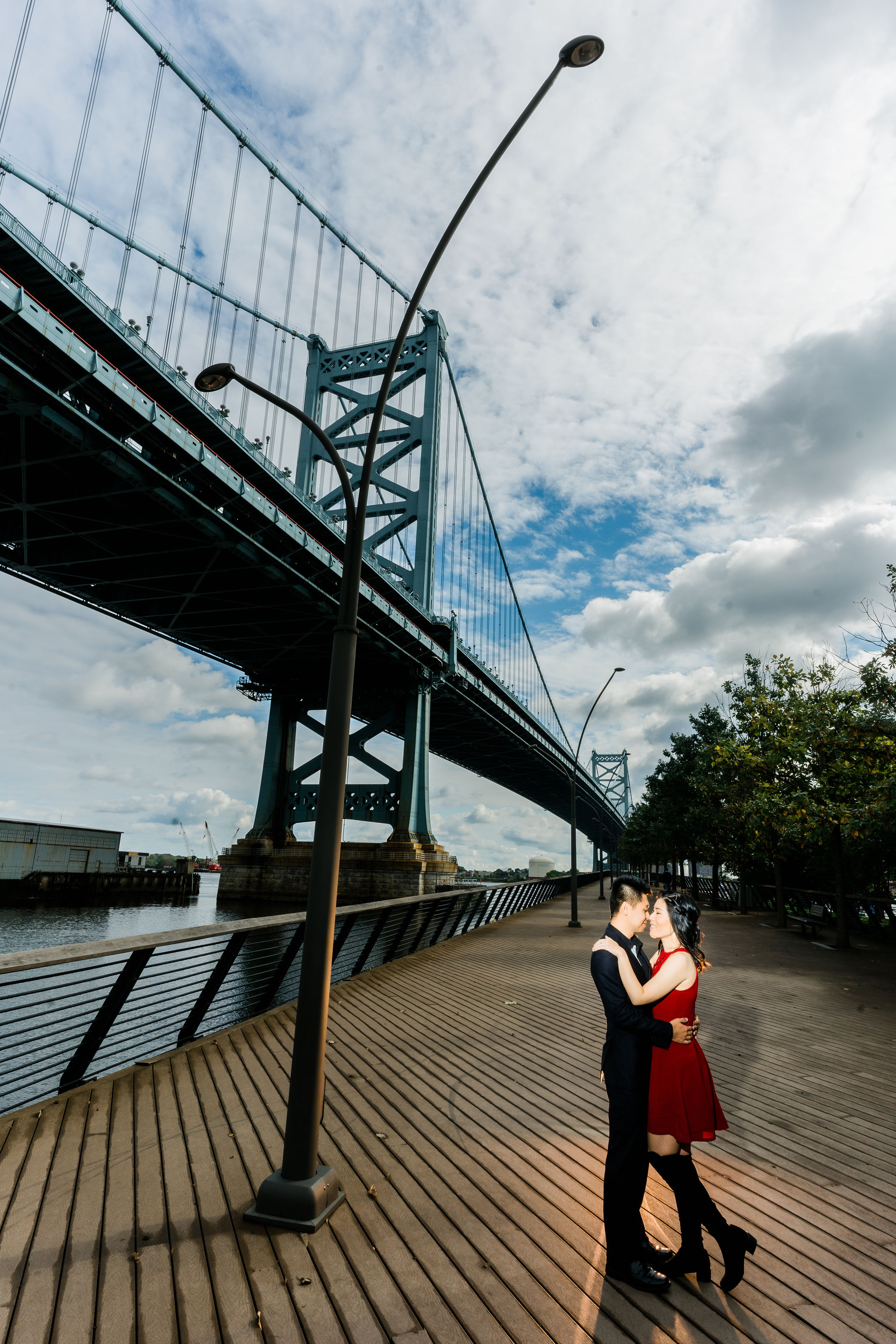 race street pier ben franklin bridge engagement photographer