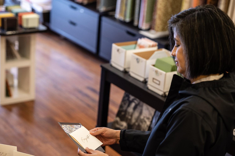 cecilia torres casa papel examines a product