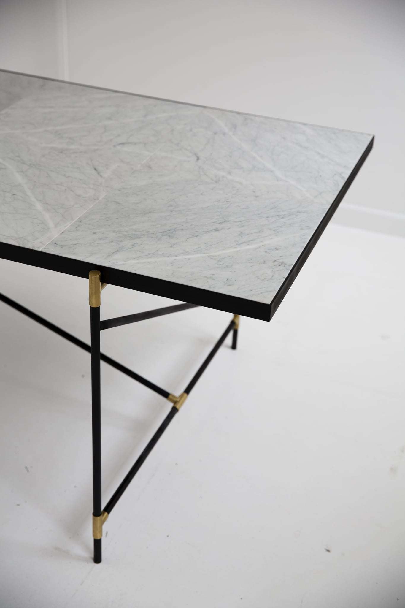 Dining-Table-230-08_large.JPG
