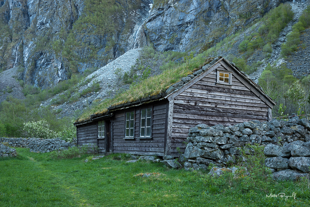 Day 3. The challenge when driving through Hardangervidda is that you want to stop everywhere, the scenary is just stunning. I drove from Røldal to Eidfjord and did a small detour to Sundal. This old house was taken when driving up to Vøringfossen
