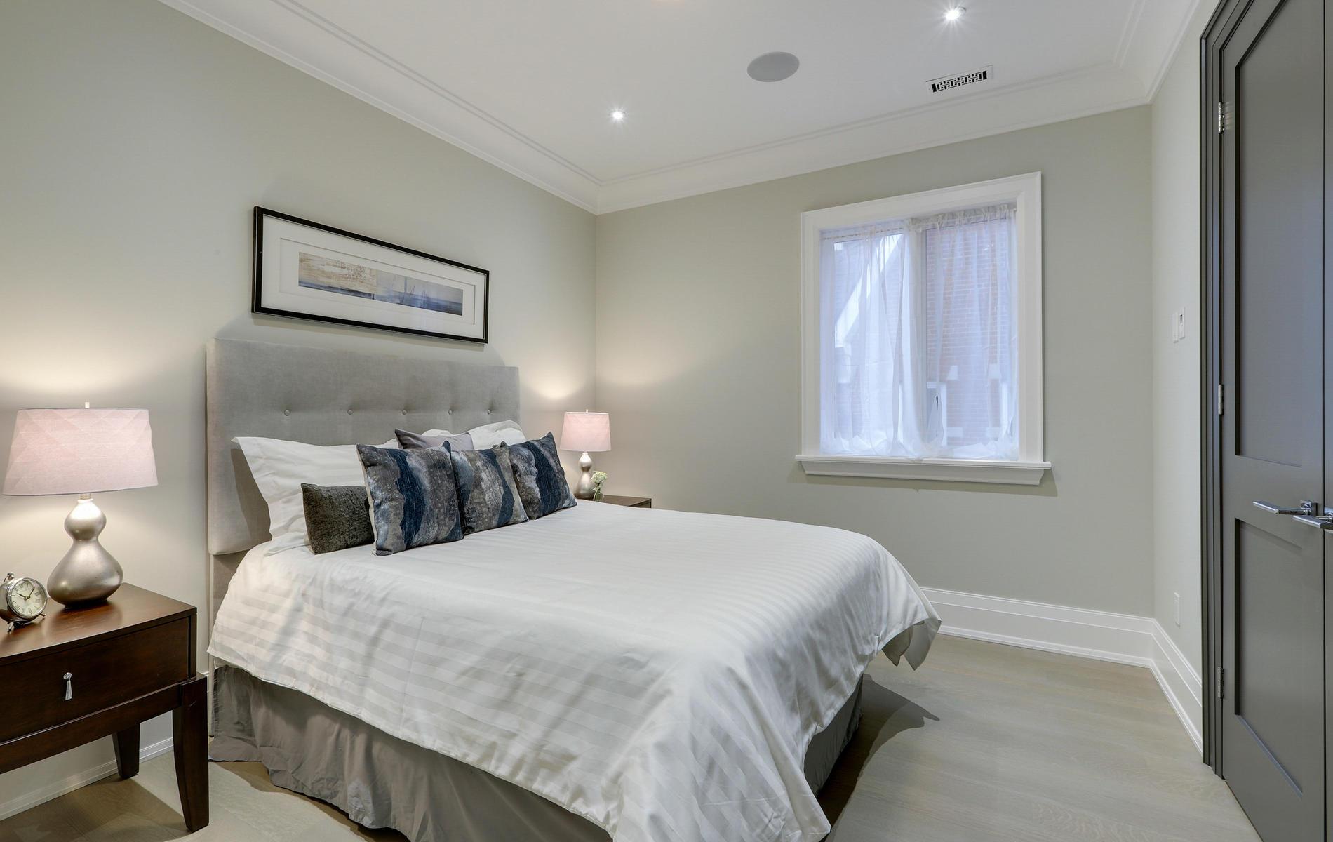 176 Balmoral Avenue Toronto ON-044-43-42TOUR7084-MLS_Size.jpg