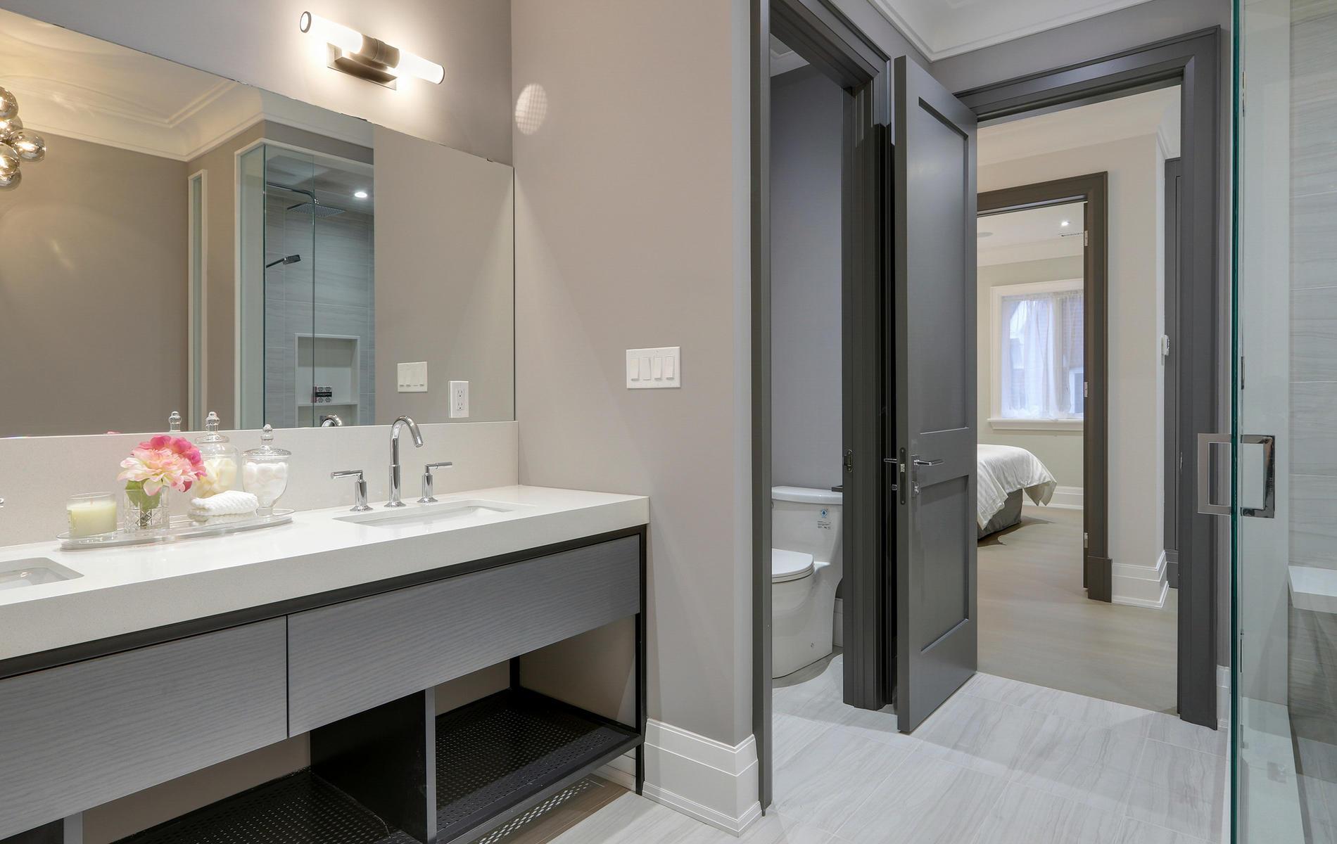 176 Balmoral Avenue Toronto ON-052-40-48TOUR7102-MLS_Size.jpg