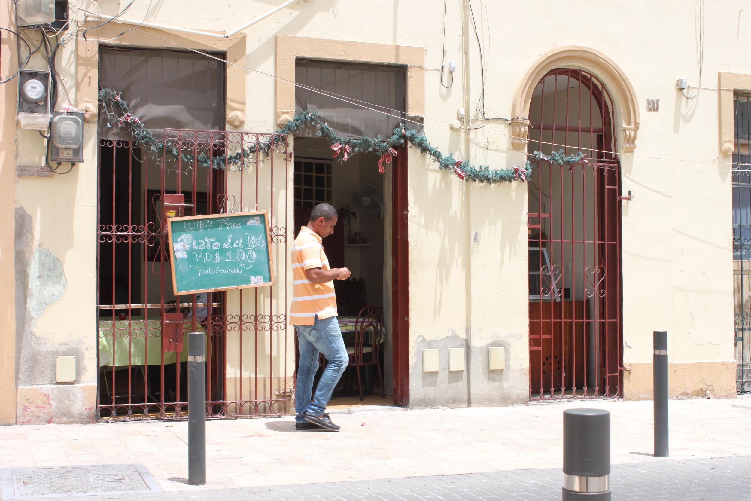 Free wifi in a 6-table cafe in Santo Domingo, Dominican Republic