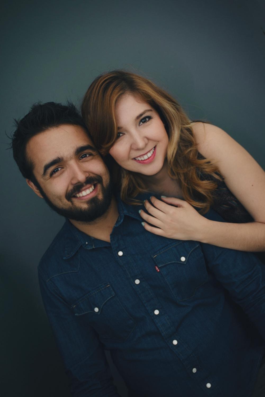 Sesion-fotos-mexicali-retrato-couples-Natalia-Oscar-Paloma-Queri Sesion-fotos-mexicali-retrato-couples-Natalia-Oscar-sitdown-front