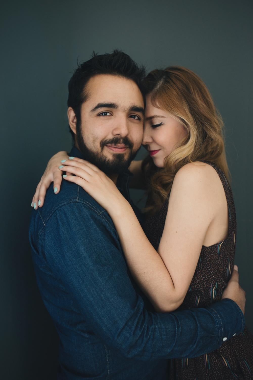 Sesion-fotos-mexicali-retrato-couples-Natalia-Oscar-Paloma-Queri Sesion-fotos-mexicali-retrato-couples-Natalia-Oscar-front-each-other