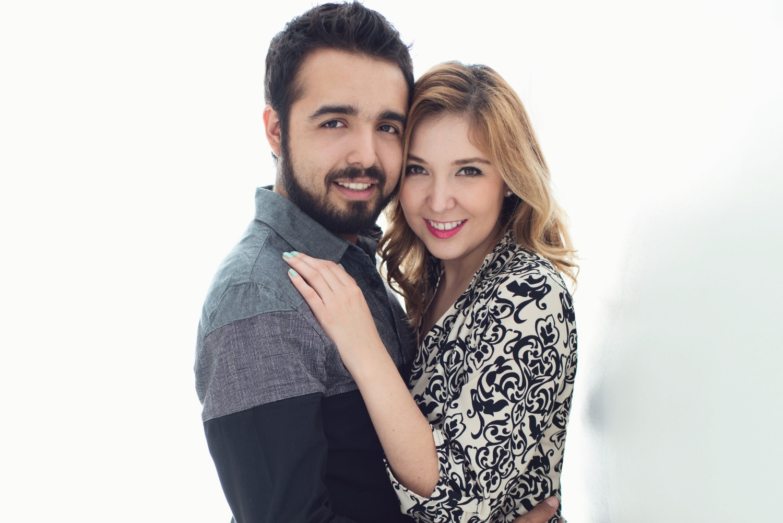 Sesion-fotos-mexicali-retrato-couples-Natalia-Oscar-Paloma-Queri Sesion-fotos-mexicali-retrato-couples-Natalia-Oscar-backlight-hugs