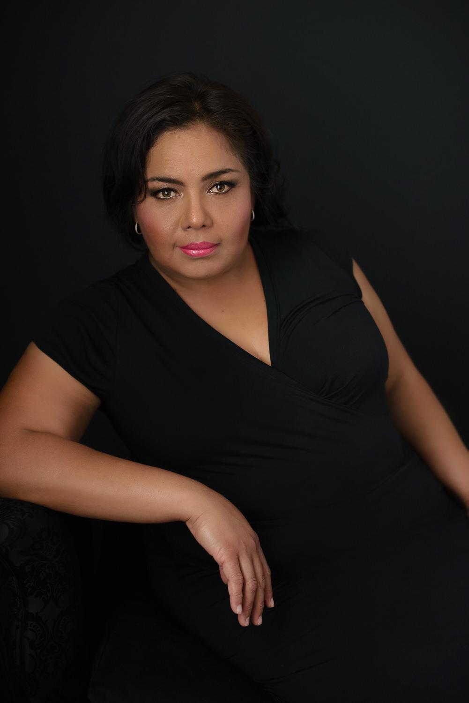 Sesion-fotos-mexicali-retrato-Vestido-negro-Anabel-recline